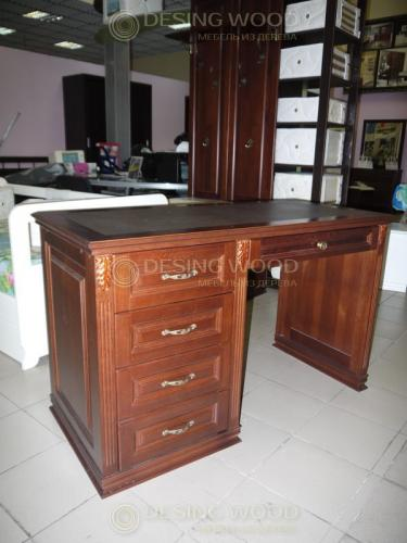 Рабочий стол с кожанной вставкой